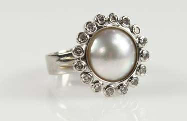 Pearl ring with brilliant-cut diamonds,