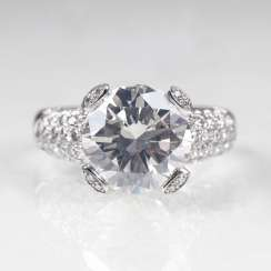 High-profile solitaire Ring with brilliant-cut diamonds