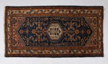 Small medallion carpet with geometrical