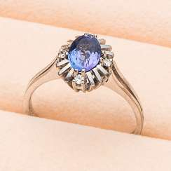 Vintage sapphire ring with diamonds