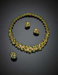 CUSI | Bi-coloured textured gold cabochon green vitreous paste and diamond jewelry set comprising necklace diam. cm 12