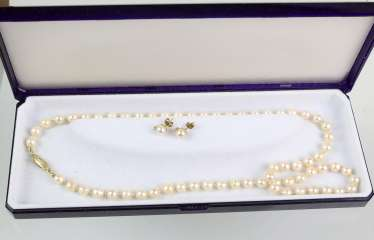 Akoya pearl necklace and stud earrings - yellow gold 585