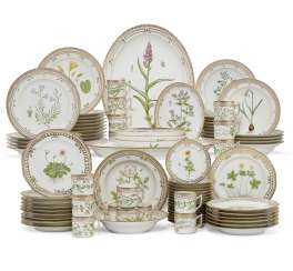 A ROYAL COPENHAGEN PORCELAIN 'FLORA DANICA' PART DINNER SERVICE