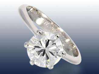 Ring: classic diamond/solitaire ring with a very high-quality diamonds of 2ct, Top Wesselton/VS, including DPL Expertise