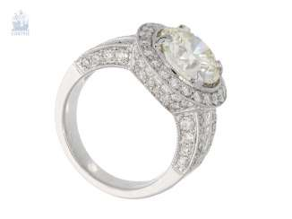 Ring: fashionable and extremely full of brilliant gold wrought ring with a large brilliant 3.6 ct