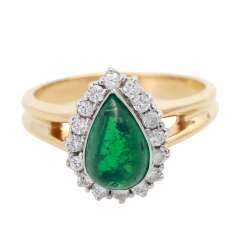Ladies ring with 1 emerald drop
