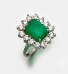 Elegant Colombian emerald ring