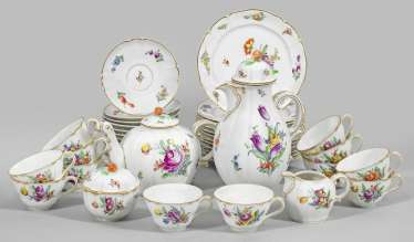 Coffee and tea service with floral decoration