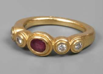 Ladies ring with ruby and diamonds
