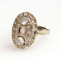 Ring with brilliant and diamonds