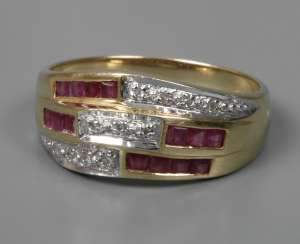 Ladies ring with rubies and diamonds
