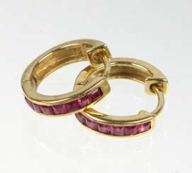 Hoop earrings with ruby - yellow gold 333