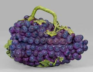 Extremely rare large tureen in the Form of grapes