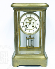 Mantel clock with mercury pendulum