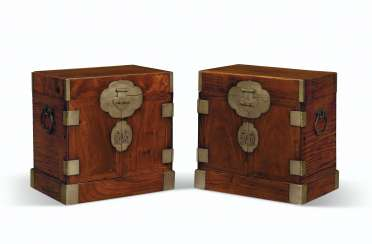 A PAIR OF HUALI SEAL CHESTS
