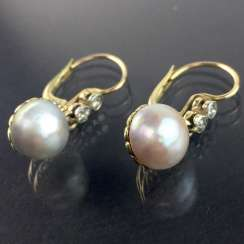 High quality pearl and diamond earrings: natural pearls, excellent luster, four brilliant-cut diamonds, Yellow-Gold 585. Hand-work.