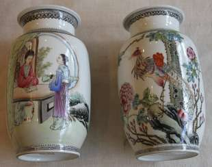 This pair of vases. China, 1920-1940-ies.