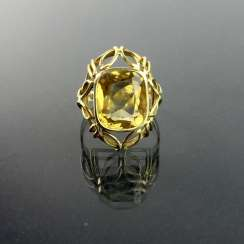 Elegant women's ring: Yellow Gold 585 with a large citrine, very good.