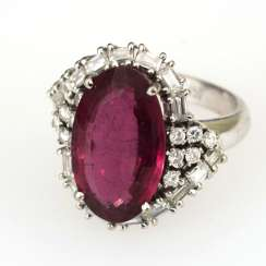 Entourage ring with pink tourmaline ?, brilliant-cut diamonds and diamonds