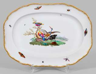 Serving plate has a with bird decor