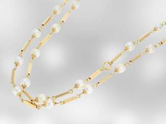 Chain/necklace: long vintage gold chain with Akoya cultured pearls, 18K yellow gold