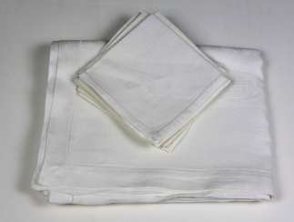 Table cloth with 6 napkins