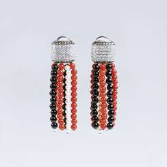 Pair of brilliant earrings with coral, Onyx and pearl hanging