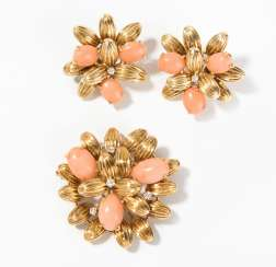 Coral Gold brooch with clip earrings
