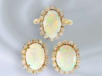 Ring/earrings: high-quality goldsmith's production with fine opals and 48 diamonds