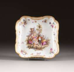 SQUARE TRAY WITH FINE WATTEAU PAINTING