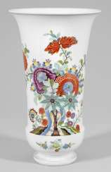 Great jubilee vase with Indian floral decor