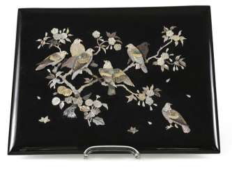 Zierpaneel made of wood with decor of doves in flowering shrubs in mother-of-pearl inlaid
