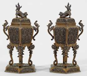 Pair of incense vessels with dragon decoration