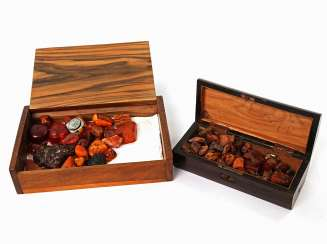 Loose amber stones in two wooden boxes, 1. Half of the 20. Century