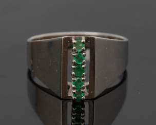 Ladies ring, 585-white gold, and 5 cold and green stones, 20. Century