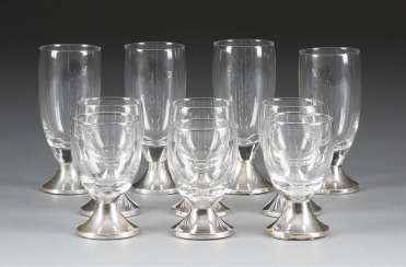 SIX sherry glasses AND FOUR liqueur glasses, the Netherlands, 1953. Silver filled, glass. H. 8 cm and 11 cm. Hallmarked with '835' in the sword brand, manufacturer's part number. Part. min. gedellt on the Stand.