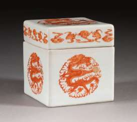 LID JAR WITH FIVE-CLAW DRAGON DECOR China