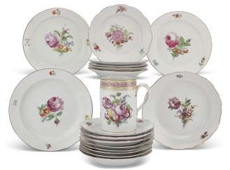 TWENTY-TWO RUSSIAN PORCELAIN PLATES AND A TANKARD FROM THE EVERYDAY SERVICE