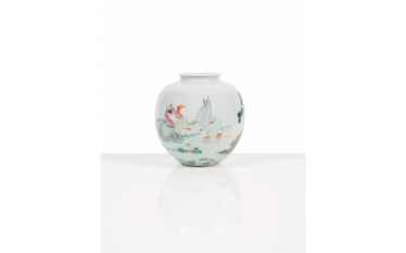 Vase globular porcelain enameled China - Era of the Republic
