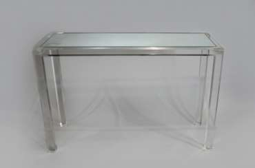 Design Plexiglas table on four square legs, with inset mirrored panel in the Top
