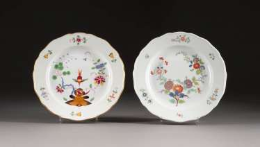 TWO PLATES WITH AISATISCHEN DECORS