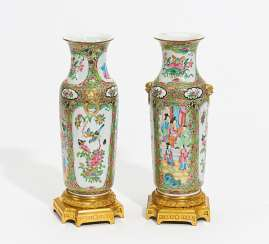Pair of vases with Palace scenes and flowers
