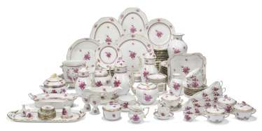 A HEREND PORCELAIN 'PURPLE APPONYI' PATTERN PART DINNER-SERVICE