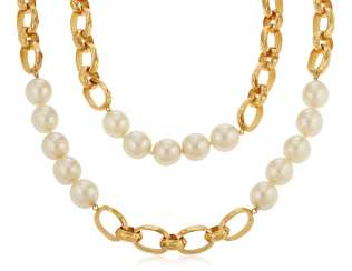 IMPORTANT UNSIGNED CHANEL OVERSIZED FAUX PEARL AND CHAIN NECKLACE