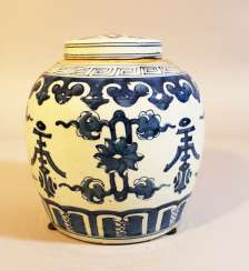 Chinese Porcelain vase with lid, painted, Qing Dynasty