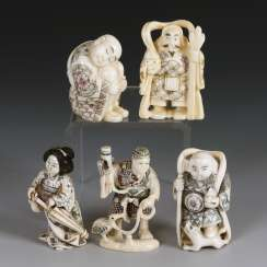 5 small ivory carvings