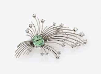 Brooch with emerald and diamonds