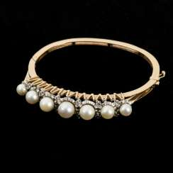 Heavy bangle with cultured pearls and diamond roses
