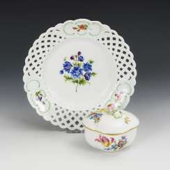 Breakthrough plate and sugar bowl with flower painting