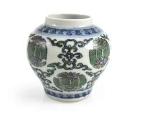 Of small Doucai-shoulder pot made of porcelain with a flower and leaf decor
